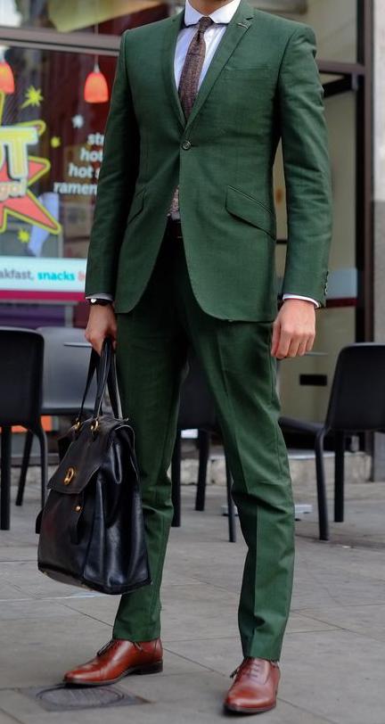 alumneye_comment_shabiller_au_bureau_costume_vert