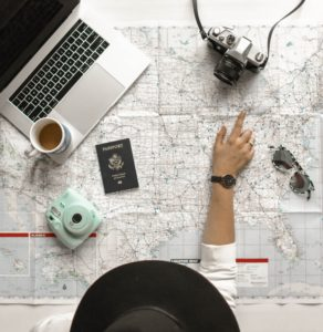 Préparation de voyage (carte, passeport)