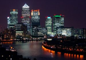 Photo de Canary Wharf prise de nuit