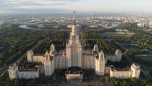 Bâtiment principal de l'université d'État de Moscou (prise de vue aérienne)
