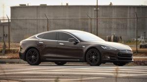Véhicule Tesla noir