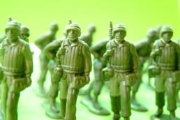 Armée de petits soldats de plomb verts